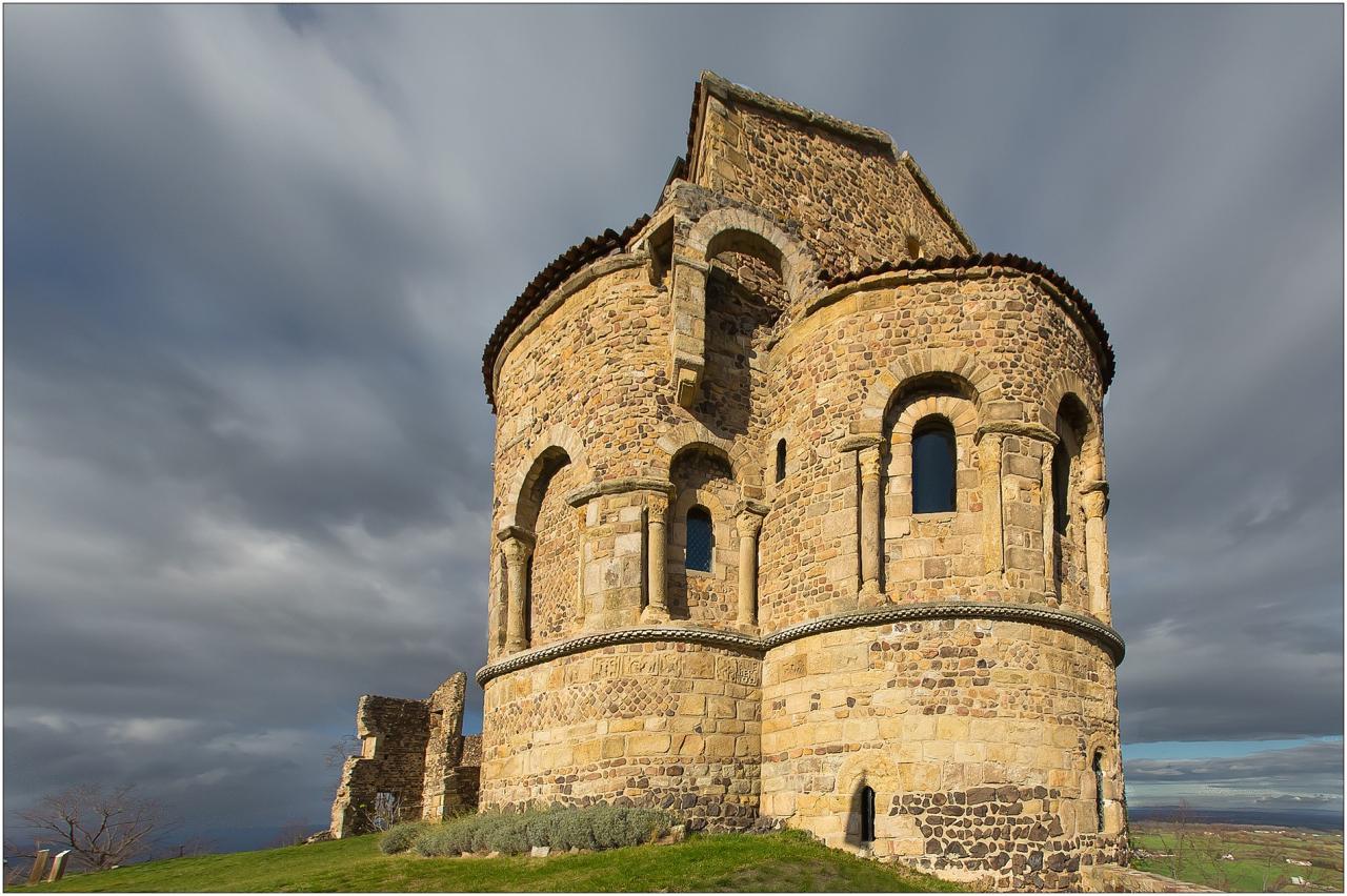 Prieuré de ST Romain le Puy (Forez)