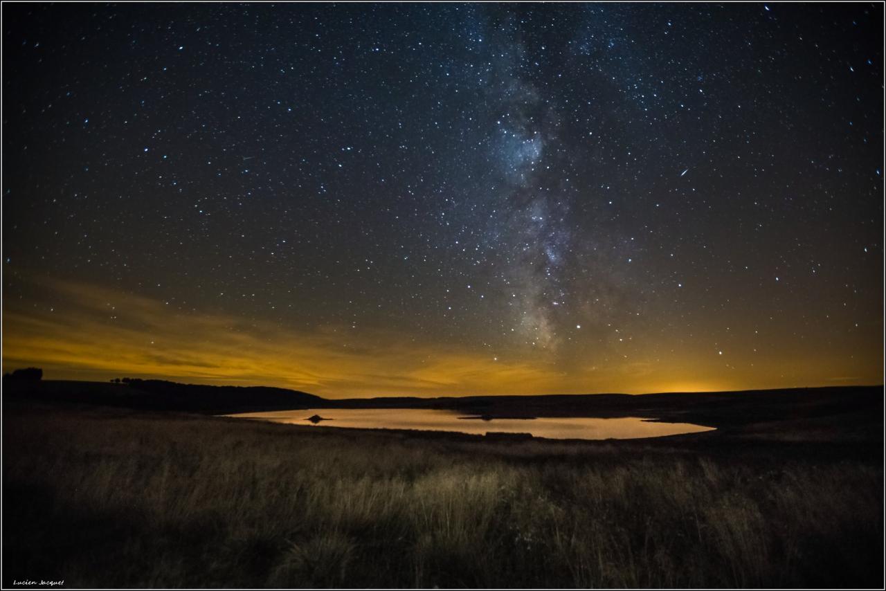 Minuit au lac des Moines sous la voie lactée.
