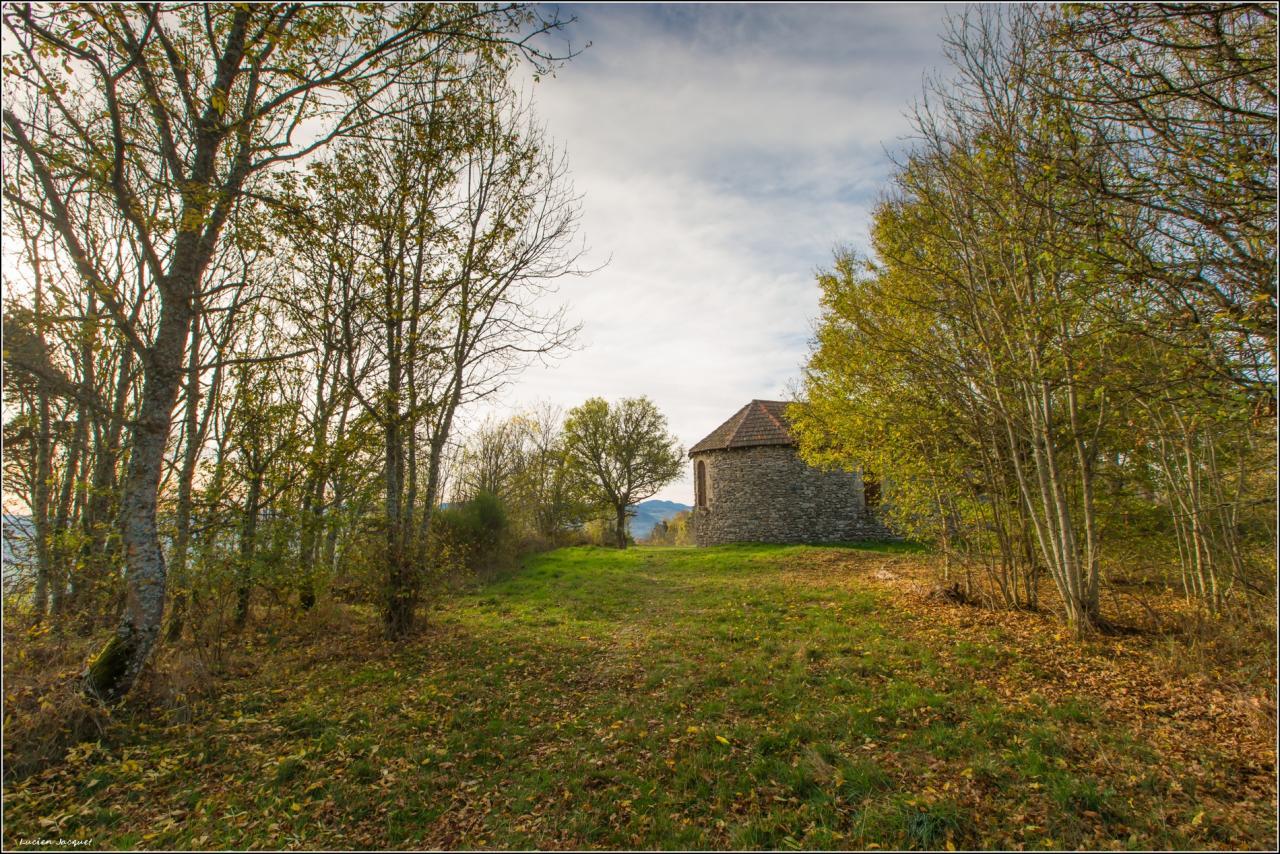 La petite chapelle au bout du chemin.