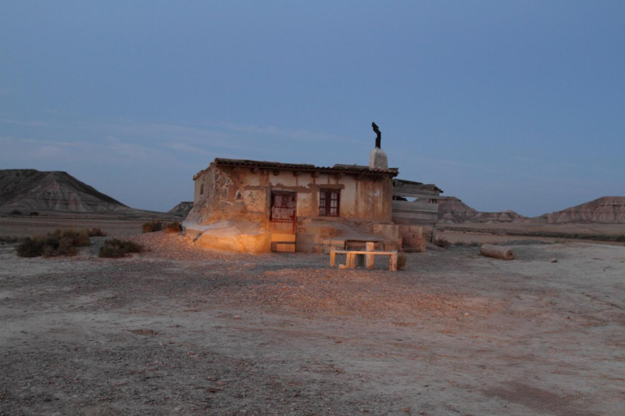 Cabane de berger le soir